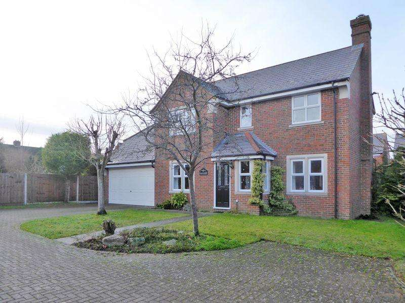 4 Bedrooms Detached House for sale in Catchacre, Dunstable
