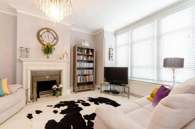 3 Bedrooms Terraced House for sale in Huntly Road, SE25