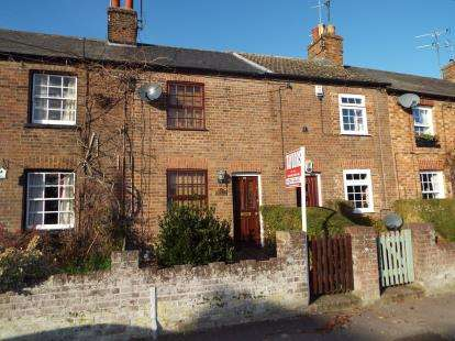 2 Bedrooms Terraced House for sale in Church Road, Totternhoe, Dunstable, Bedfordshire