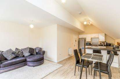 2 Bedrooms Flat for sale in Candleford Court, Buckingham
