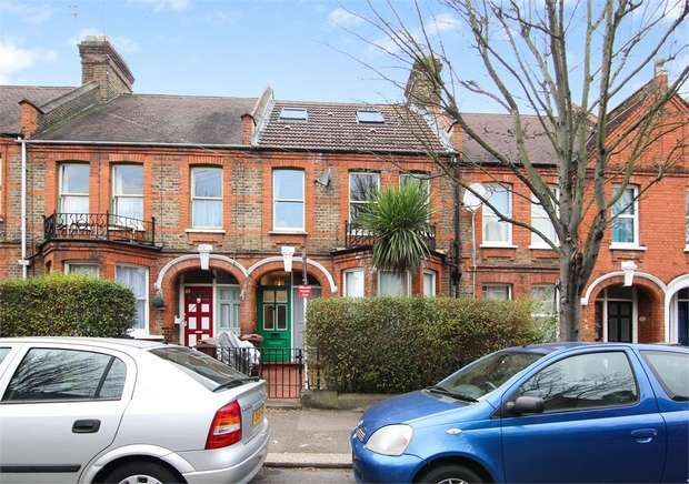 3 Bedrooms Flat for sale in Diana Road, Walthamstow, London
