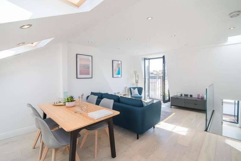 3 Bedrooms Flat for sale in Lindore Road, Battersea, SW11