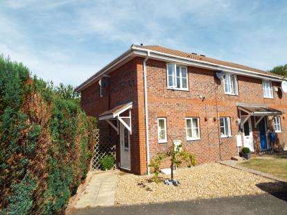 2 Bedrooms Semi Detached House for sale in Arnald Way, Houghton Regis, Dunstable, Bedfordshire
