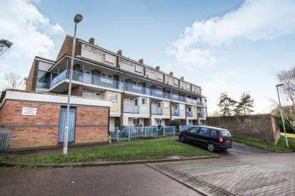 3 Bedrooms Maisonette Flat for sale in Arrow Close, Luton, Bedfordshire, United Kingdom