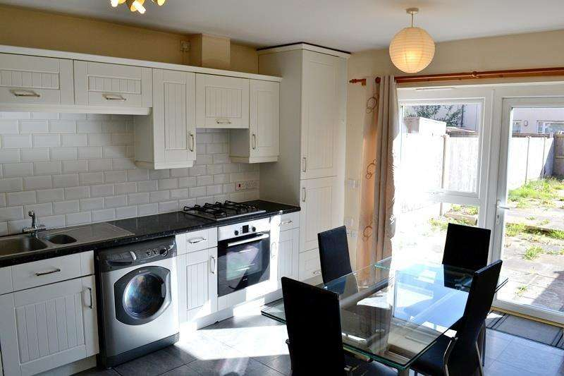 3 Bedrooms Terraced House for sale in Lauderdale Crescent, Grove Village