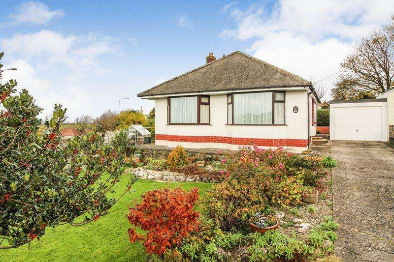 2 Bedrooms Bungalow for sale in Detached 2 bedroom bungalow with fantastic gardens