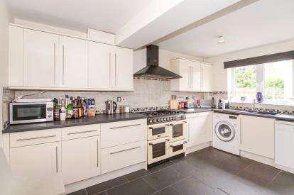 4 Bedrooms Detached House for sale in Ham Farm Lane, Emersons Green, Bristol