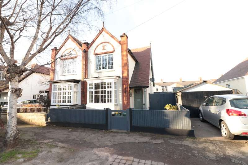 3 Bedrooms Semi Detached House for sale in Brooklands Avenue, Cleethorpes, Lincolnshire, DN35