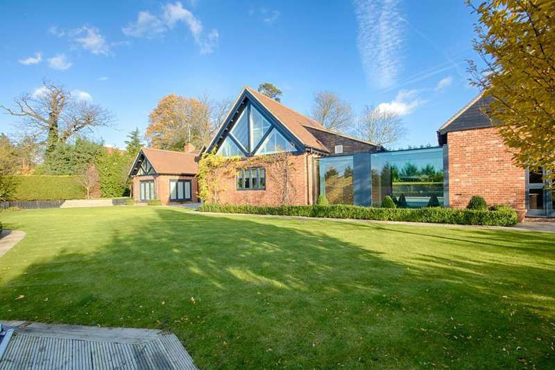 5 Bedrooms Detached House for sale in The Stables, Houblons Hill