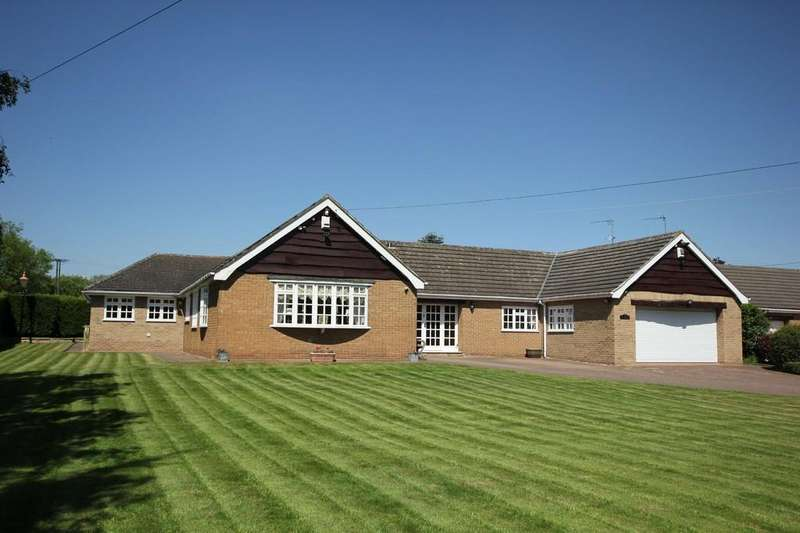 5 Bedrooms Detached Bungalow for sale in Newstead Lane, Fitzwilliam, Pontefract