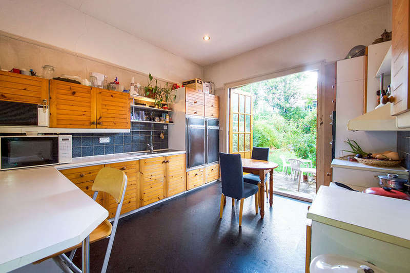7 Bedrooms Semi Detached House for sale in Clova Road, London, E7