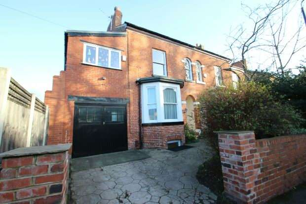 4 Bedrooms Semi Detached House for sale in Doveston Road, Sale