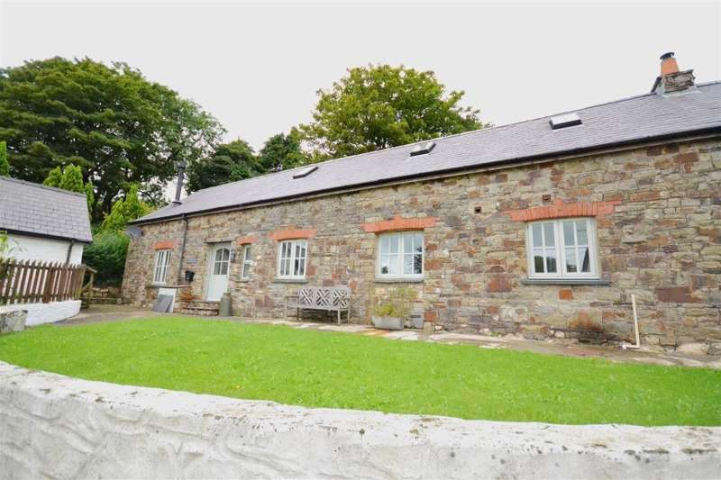 2 Bedrooms Barn Conversion Character Property for sale in The Old Milking Parlour, New Moat, Clarbeston Road, Haverfordwest, Pembrokeshire