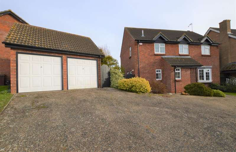 4 Bedrooms Detached House for sale in Julian Close, Haverhill, Suffolk CB9