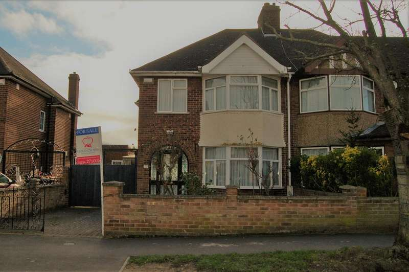 3 Bedrooms Semi Detached House for sale in Oldfield road, Bedford MK40