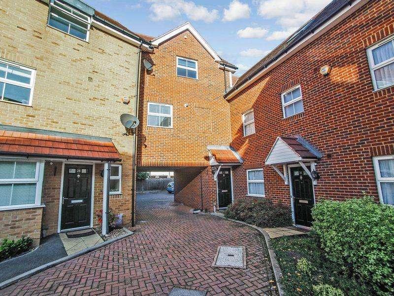 2 Bedrooms Maisonette Flat for sale in Benjamin Lane, Wexham