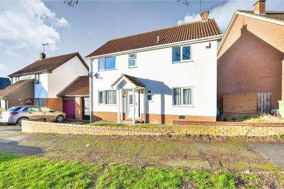 4 Bedrooms Detached House for sale in Walgrave Drive, Bradwell, Milton Keynes, Bucks