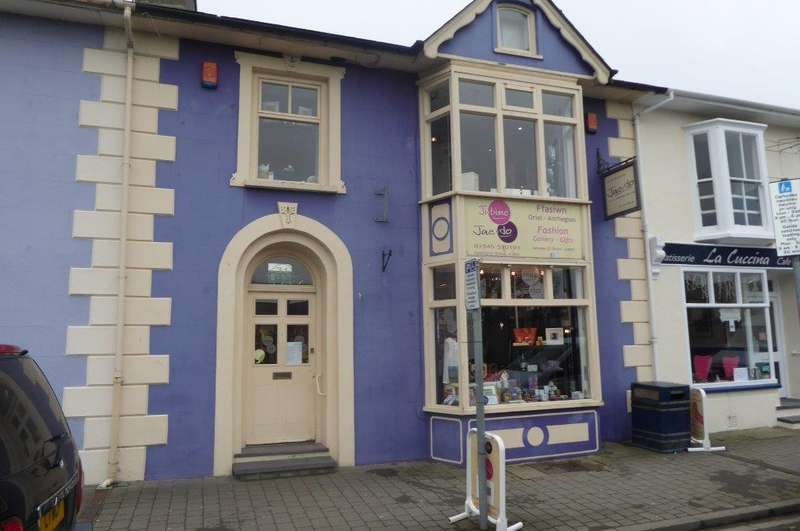 1 Bedroom Flat for sale in Alban Square, Aberaeron