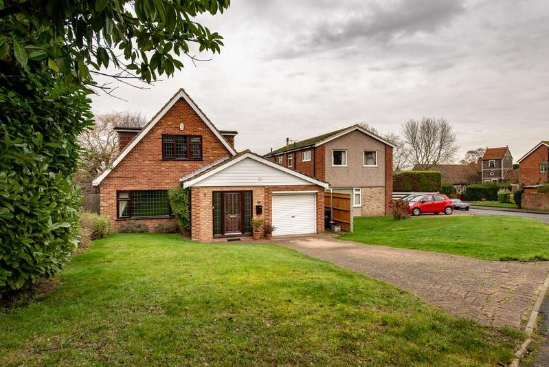 4 Bedrooms Detached House for sale in Crown Green, Shorne