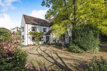 5 Bedrooms Detached House for sale in Snetterton, Norwich