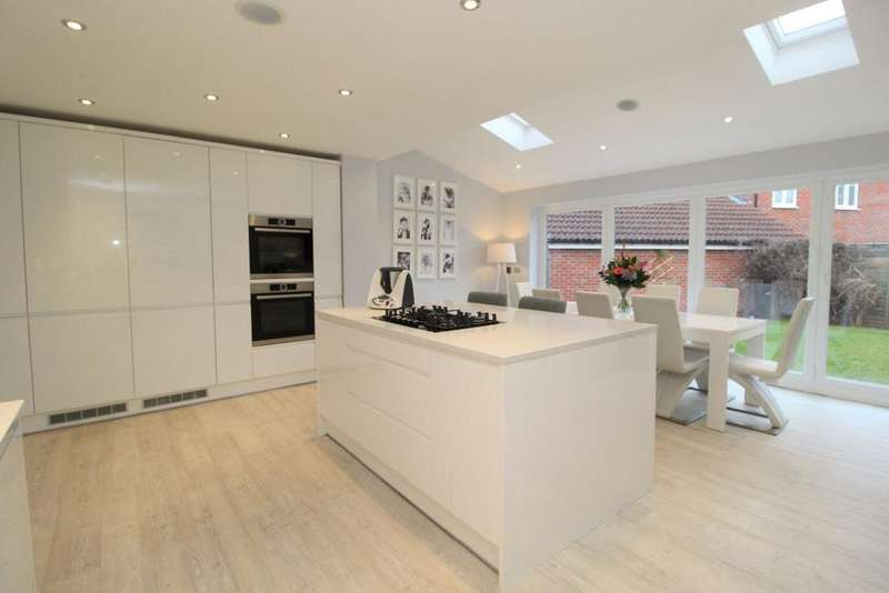 3 Bedrooms Detached House for sale in Saltcote Way, Bedford MK41