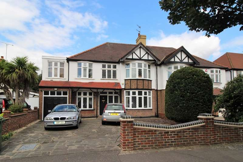 5 Bedrooms Semi Detached House for sale in Main Road, Romford, RM2