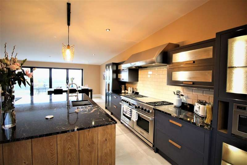 4 Bedrooms Detached House for sale in Druidstone Road, Old St Mellons, Cardiff, CF3
