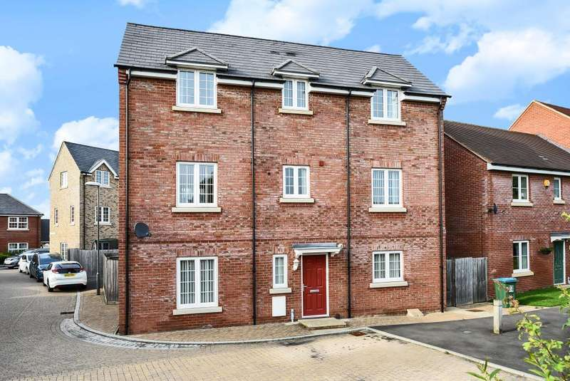 5 Bedrooms Detached House for sale in Buckingham Park, Aylesbury, HP19