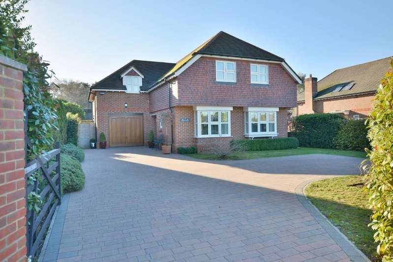 4 Bedrooms Detached House for sale in Southern Avenue, West Moors