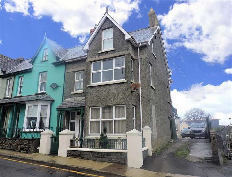 5 Bedrooms End Of Terrace House for sale in High Street, Fishguard