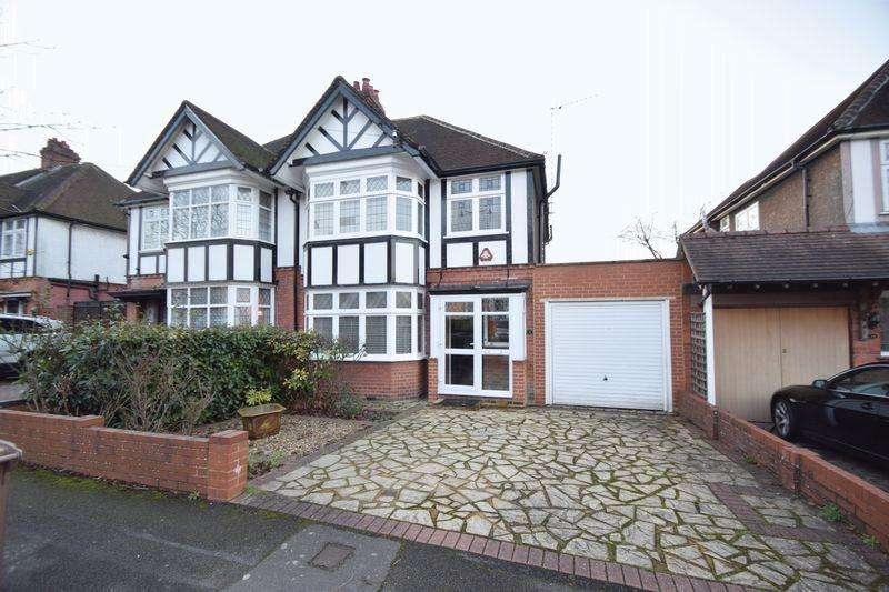 3 Bedrooms Semi Detached House for sale in Elmwood Crescent, Luton