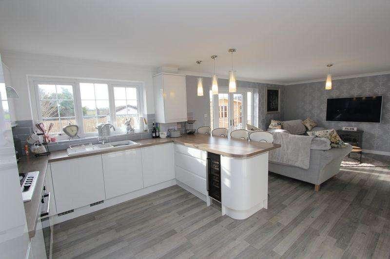 4 Bedrooms Detached Bungalow for sale in Milton Close, Llantwit Major