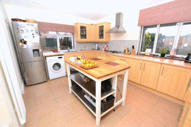 4 Bedrooms Detached House for sale in Southlands, Newcastle Upon Tyne