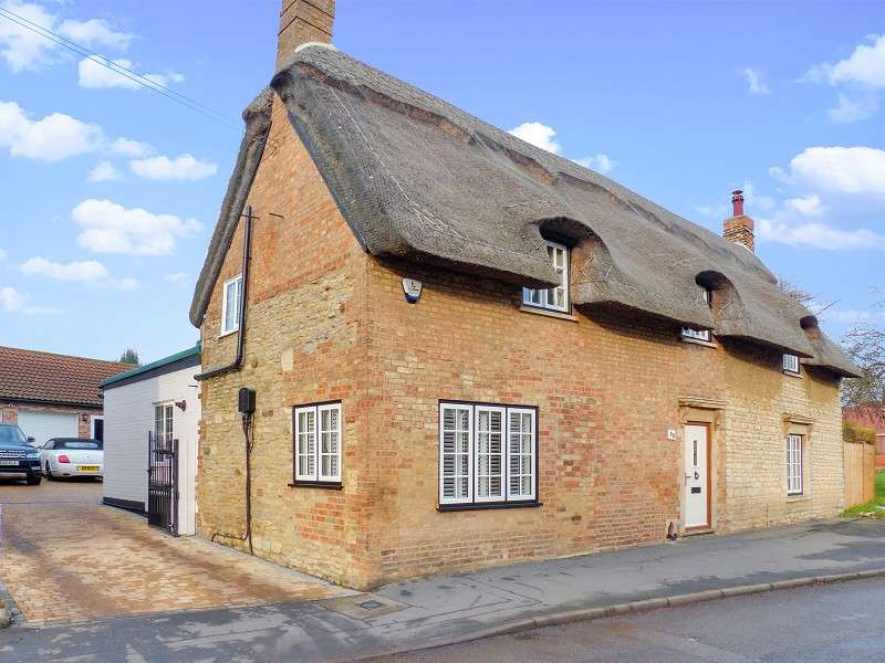 4 Bedrooms Detached House for sale in Main Street, Yaxley, Peterborough, PE7 3LP
