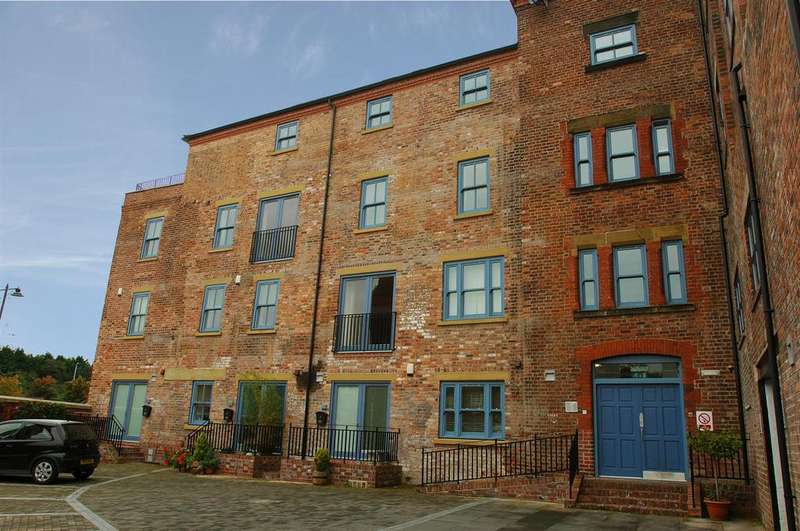 2 Bedrooms Apartment Flat for sale in Tuttle Street, Wrexham LL13 7AA