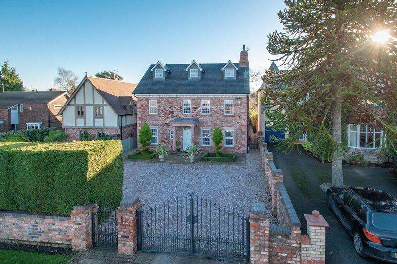 4 Bedrooms Detached House for sale in Ramillies Avenue, Cheadle Hulme
