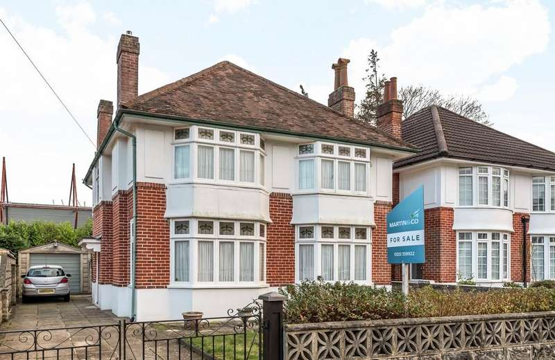 4 Bedrooms Detached House for sale in Thistlebarrow Road, Bournemouth BH7