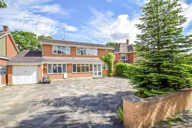 4 Bedrooms Detached House for sale in Woodlands Park, Leigh-on-sea, Essex