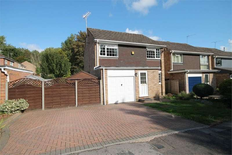 4 Bedrooms Detached House for sale in Thornbury Close, Stevenage, Hertfordshire