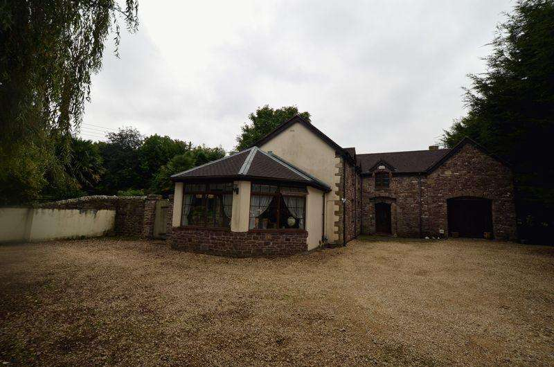 5 Bedrooms Detached House for sale in Main Road, Alvington
