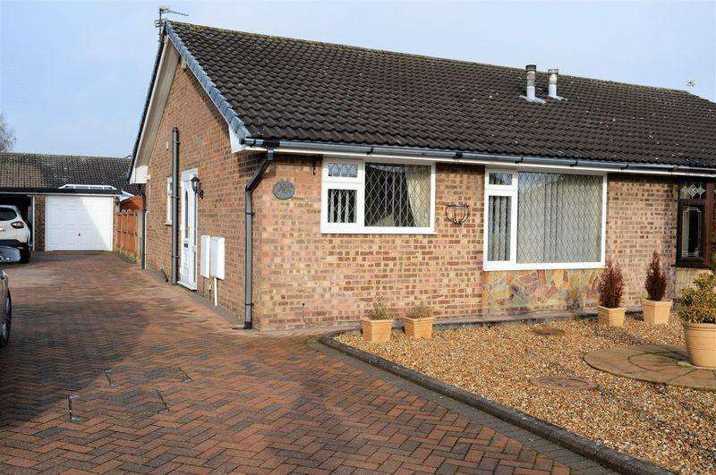 2 Bedrooms Semi Detached Bungalow for sale in Redmain Grove, Lowton, WA3 2JW