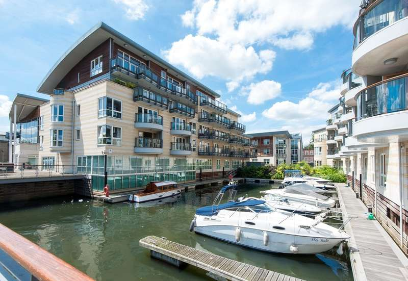 2 Bedrooms Flat for sale in Hampton Wick, Kingston Upon Thames