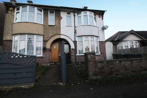 3 Bedrooms Semi Detached House for sale in St. Monicas Avenue, Luton, Bedfordshire, LU3 1PN