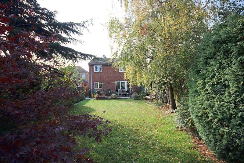 4 Bedrooms Detached House for sale in Clifton Road, Henlow, SG16