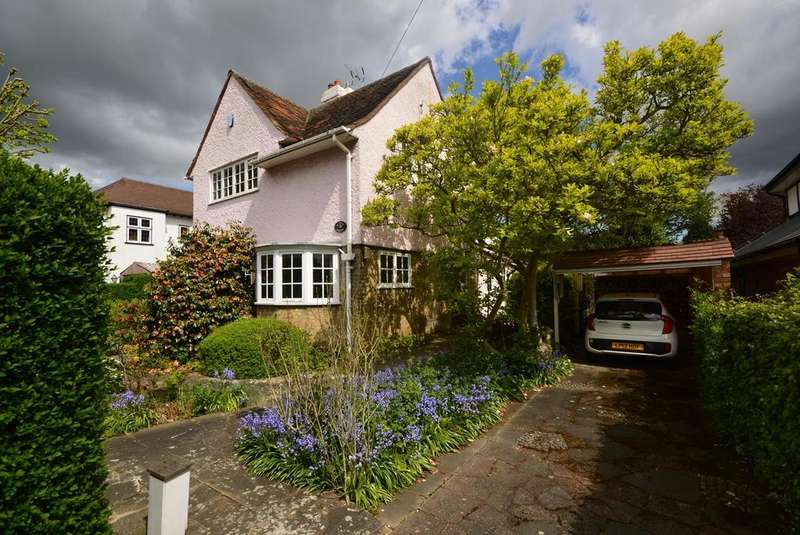 4 Bedrooms Detached House for sale in Crossways, Gidea Park, Romford, RM2