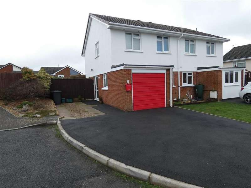 3 Bedrooms Semi Detached House for sale in Howards Close, South Molton