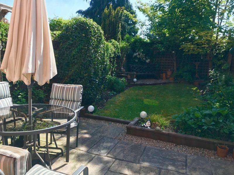 3 Bedrooms Town House for sale in Vanguard Close, High Wycombe