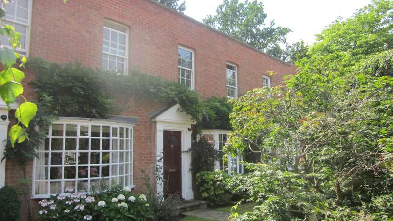 2 Bedrooms Mews House for rent in SUNNINGDALE