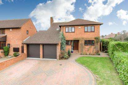 4 Bedrooms Detached House for sale in Baskerfield Grove, Woughton on the Green, Milton Keynes