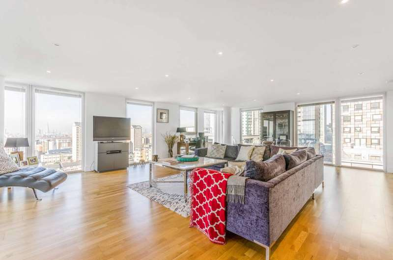2 Bedrooms Flat for rent in Quadrant Walk, Canary Wharf, E14